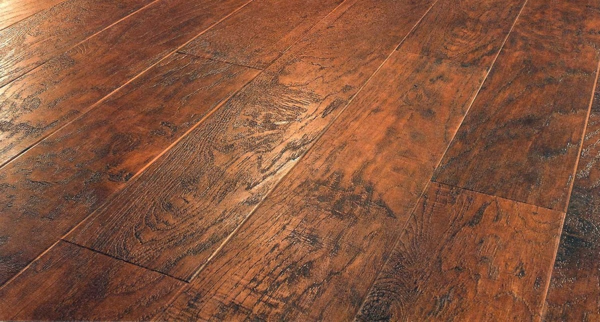 5 flooring ideas to make rooms look bigger midwest for Direct flooring